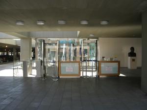 כניסה לבנין עיריית תל אביב, כיכר רבין, צילום: יוסי מטלון